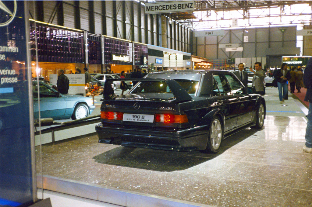 Mercedes-Benz 190 E 2.5-16 Evolution II. Премьера на Женевском автосалоне с 8 по 18 марта 1990 года.